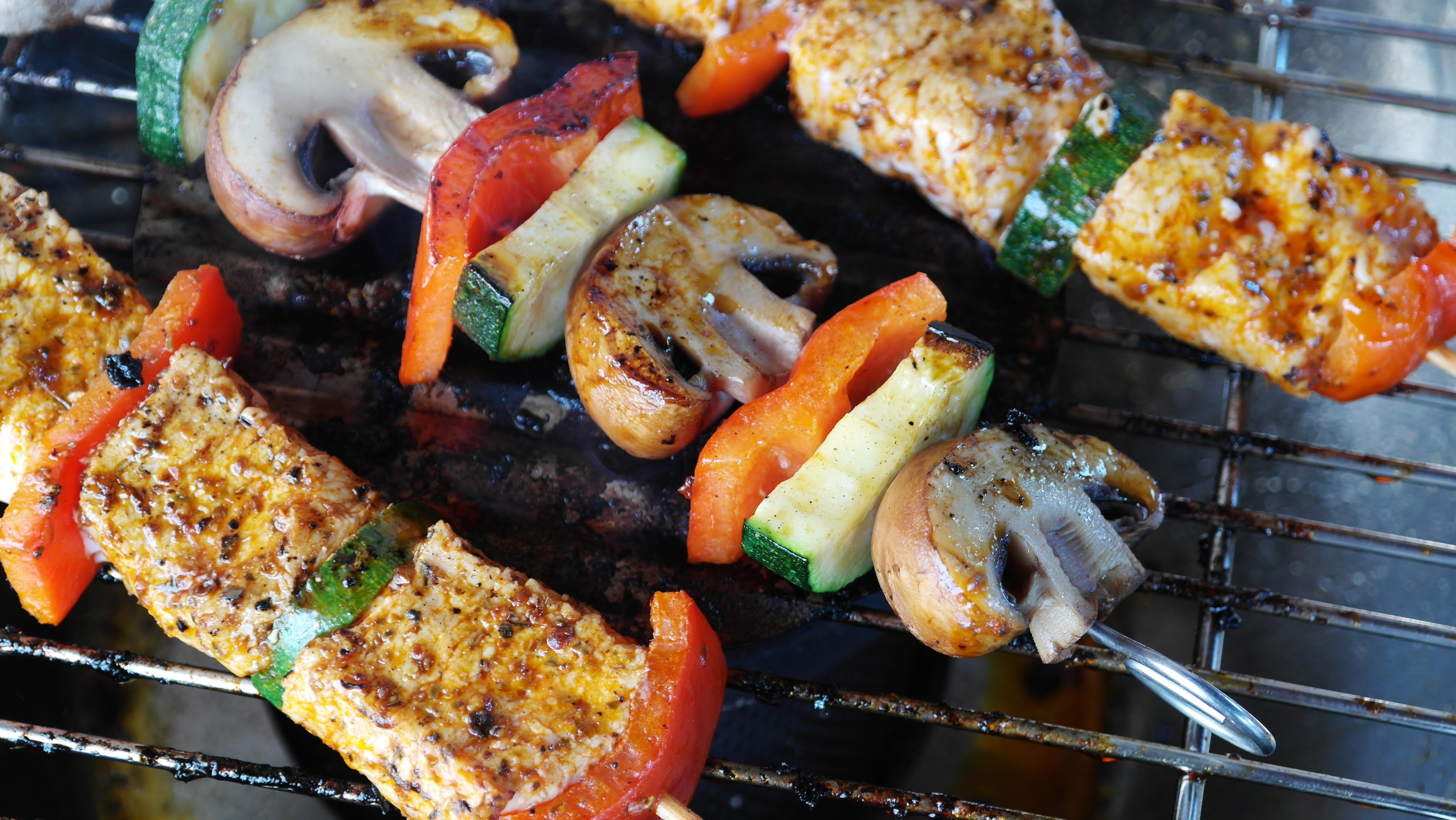 food-meat-vegetables-barbecue-meal-cuisine-skewer-champignons-dish-produce-grilling-asian-food-skewers-kebab-grilled-food-brochette-mediterranean-food-souvlaki-tandoori-chicken-559317.jpg